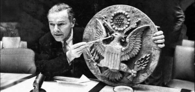 «Троянский» герб, или Как пионеры послу США «жучок» подарили
