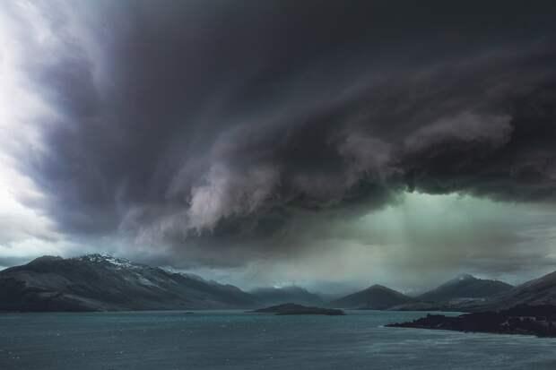 МЧС предупредило о сильном ветре и ливнях в Крыму