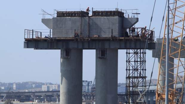 «Опоры пробили земную кору»: топ-10 самых фантастических фейков про Крымский мост
