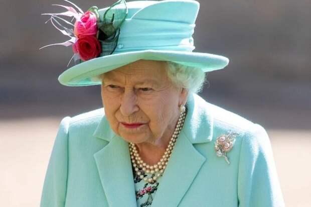 Елизавета II в ярости! Королева разрешила семье комментировать заявления принца Гарри и Меган Маркл