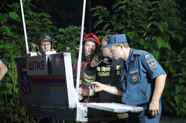 В Ростовской области горят степи и леса, огонь угрожает населенным пунктам