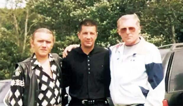 Слева воры в законе: Андрей Исаев (Роспись), Рустам Назаров (Крест) и Темури Габуния (Тимур Ванский)