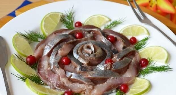 Малосольная селедка для праздника: шикарное блюдо по проверенному рецепту