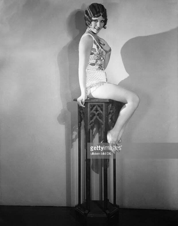 Миловидная звезда немого кино Дороти Дженис