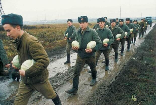 Российская армия в 1996 году. Владимир Веленгурин.jpg