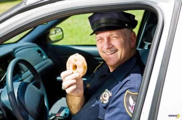 Почему американские копы так любят пончики?