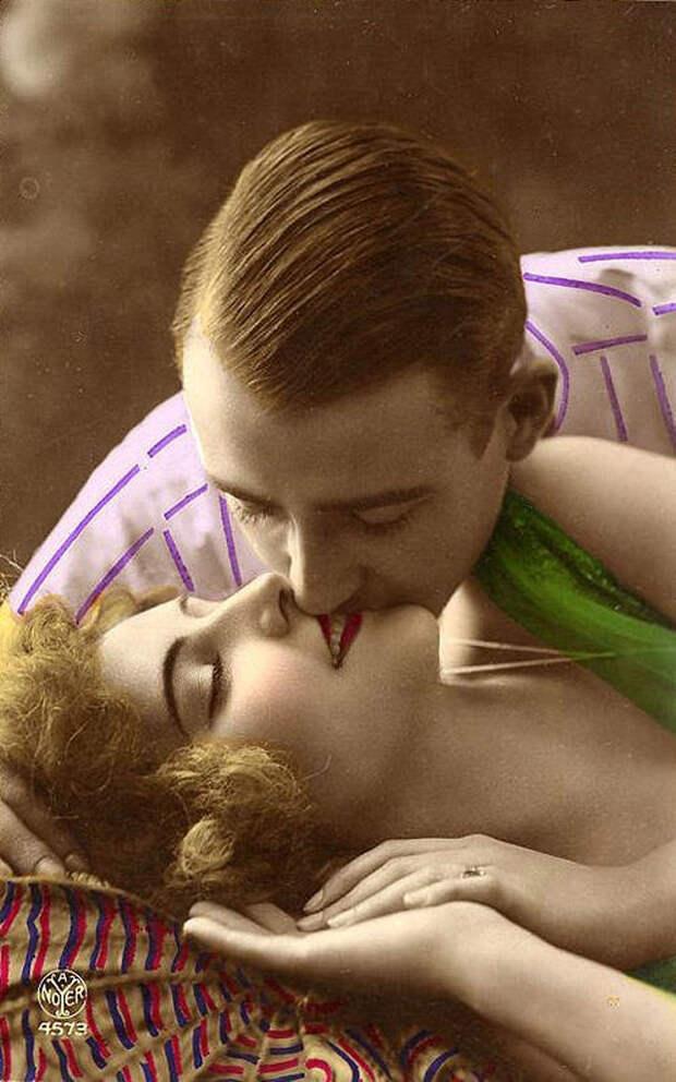 Французские открытки, в которых показано, как романтично целовались в 1920-е годы 32