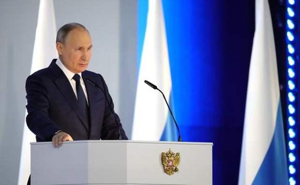 Путин поручил наградить учителей и сотрудников гимназии № 175 в Казани, спасавших школьников