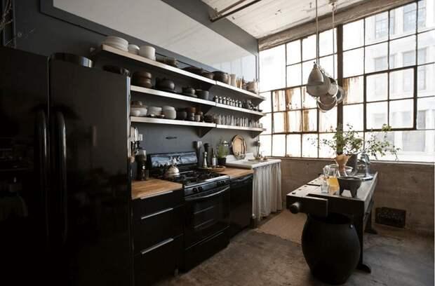 Разделить кухню на две половинки зрительно, что может быть еще боле потрясающе и оригинально.