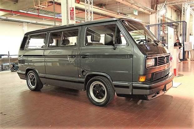 Решетки в задней части кузова — самый простой способ отличить B-32. Фуксовские колеса — опция Volkswagen Transporter, porsche, авто, автомобили, микроавтобус, олдтаймер, ретро авто