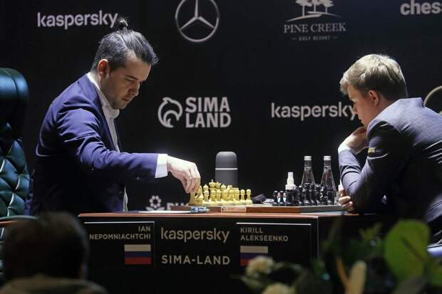 Гроссмейстер Непомнящий cохранил лидерство в Екатеринбурге