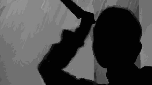 Рецидивист в Петербурге украл алкоголь из магазина и взял в заложники женщину и ребенка