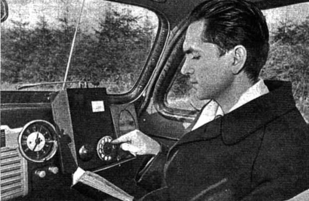 Леонид Куприянович с телефоном ЛК-1 в автомобиле