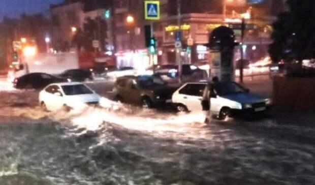 Центр Ростова-на-Дону ушел под воду из-за ливня 22июля