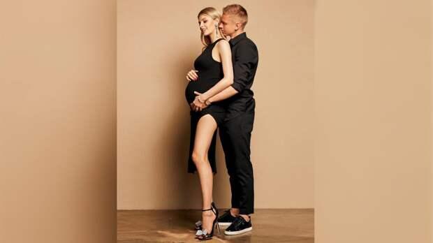 Зинченко опубликовал фото с беременной женой