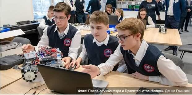 Сергунина: В Москве открыт набор участников на детско-юношеские соревнования по робототехнике. Фото: Д. Гришкин mos.ru