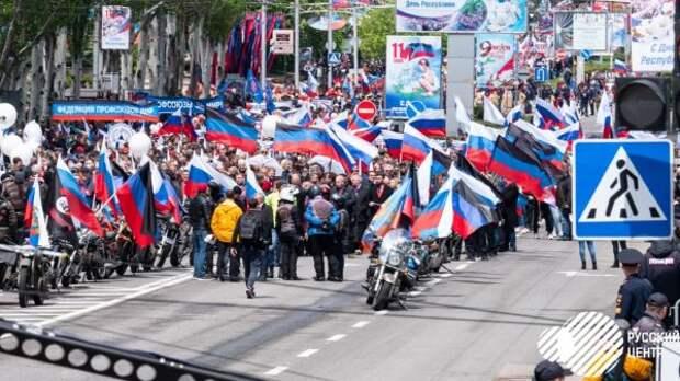 «Это неРоссия поглощает Донбасс, аДонбасс хочет всостав России»,— эксперт