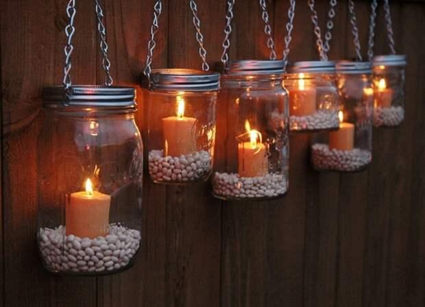 Красивые подсвечники получаются из обычных стеклянных банок. / Фото: redsol.ru