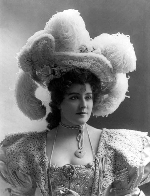 Дама в огромной шляпе. | Фото: dailypix.ru.