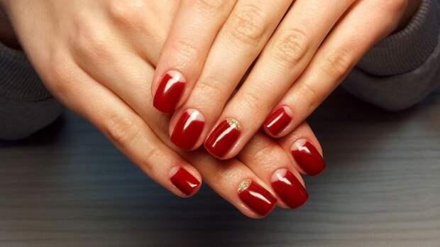 Красный маникюр на нарощенные ногти
