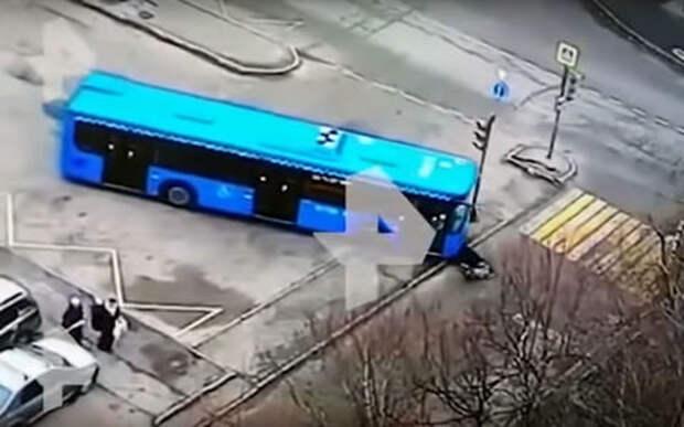 Автобус переехал женщину из-за халатности водителя