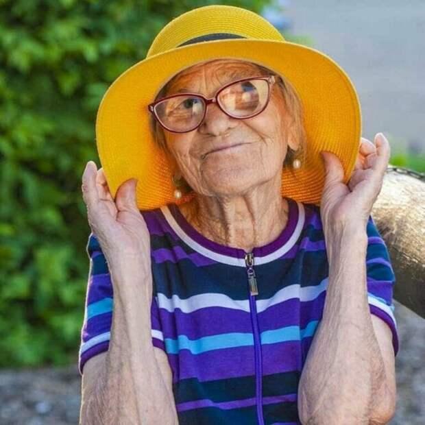 90-летняя путешественница Баба Лена покорила мир и наши сердца