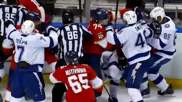 Хоккеист «Тампы» Уолкотт принял участие в драке в дебютной игре в НХЛ: видео