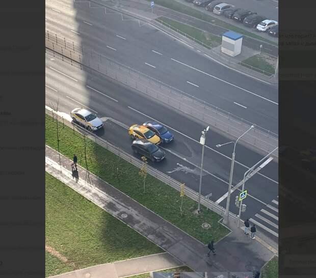 На Покровской три автомобиля состыковались на «проклятом месте»