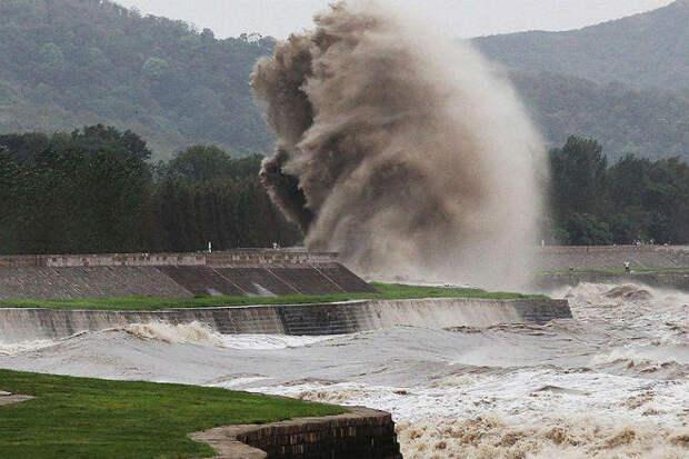 Самая большая приливная волна в мире на видео