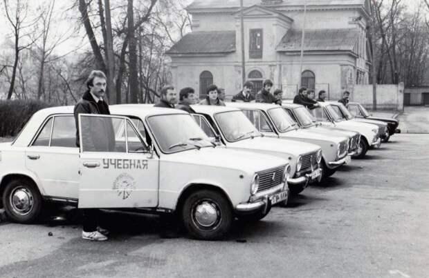 Хороший уровень подготовки в советских автошколах позволял преодолевать любые сложности на заснеженных автотрассах / Фото: fotostrana.ru