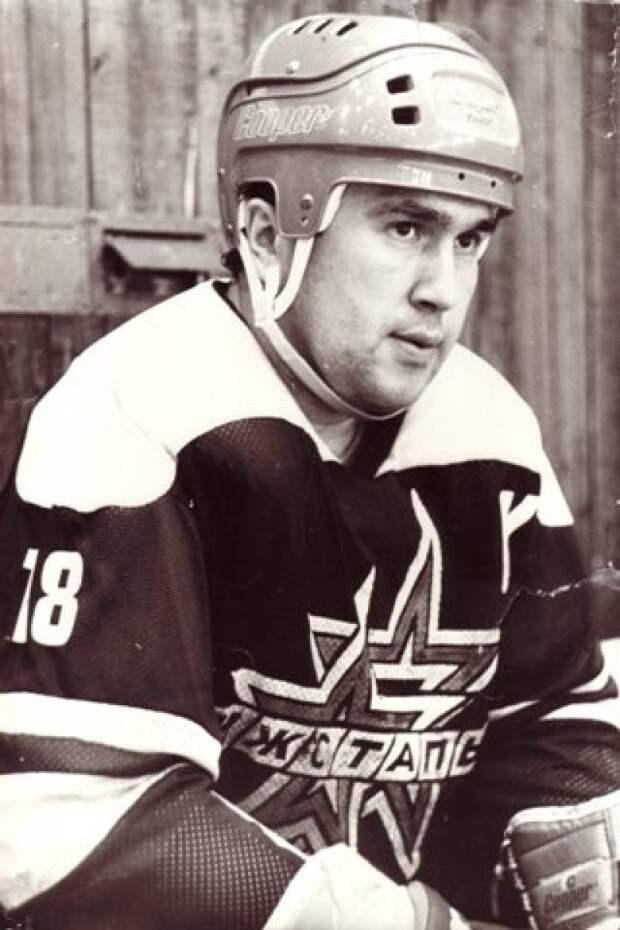 Легендарному хоккеисту «Ижстали» Сергею Абрамову могут присвоить звание Почетного гражданина
