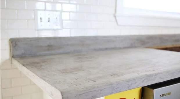 Женщина решила сэкономить и сделала столешницу на кухне из бетона