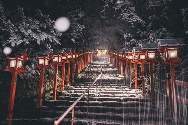 Фотограф запечатлел волшебную красоту храмов Киото зимой