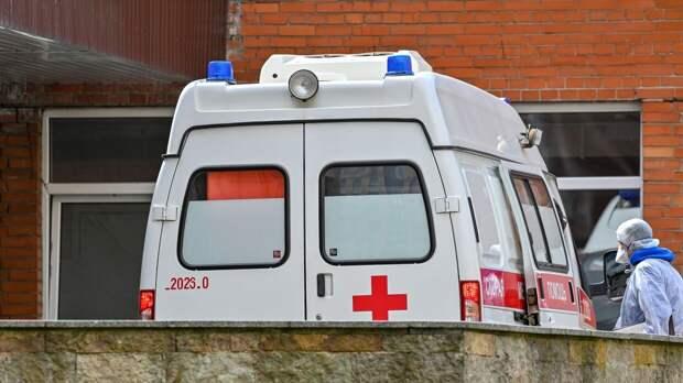 Женщина в Благовещенске выпала из многоэтажки и разбилась насмерть