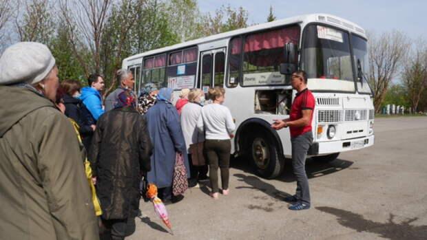 Огромные очереди и толпы в автобусах. Как проходит родительский день в Барнауле