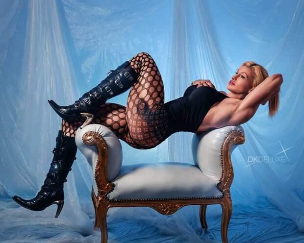 Стальная красотка Марина Путцигер в зале и дома, в одежде и… без