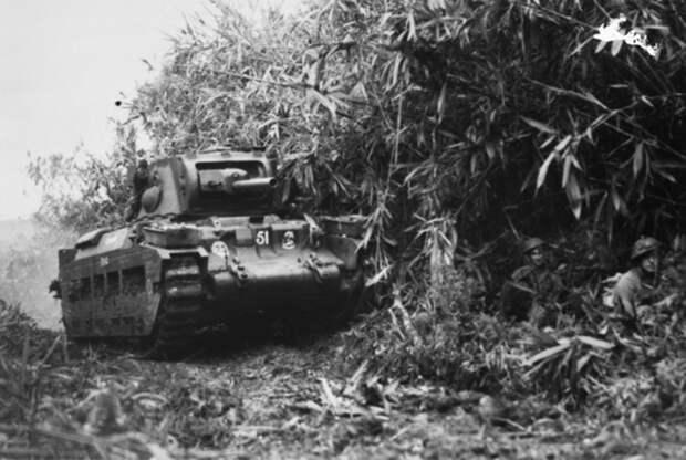 Танк Matilda 1-го танкового батальона на дороге к Сательбергу awm.gov.au - «Адский остров»: трагедия 18-й японской армии | Военно-исторический портал Warspot.ru