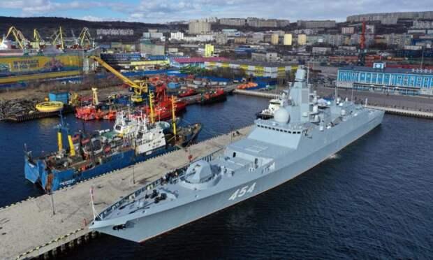 Задва дня наборту фрегата «Адмирал Горшков» вовремя его стоянки вМурманске побывали более девяти тысяч посетителей