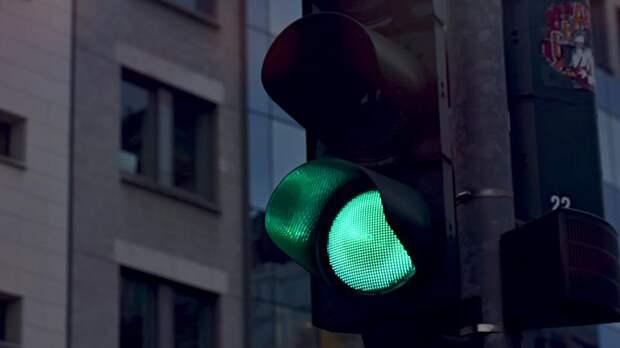 В Петербурге по шести адресам установят 14 новых светофоров