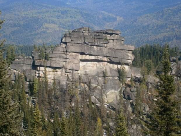 Каменныйобъект в Шории. /Фото:antropogenez.ru