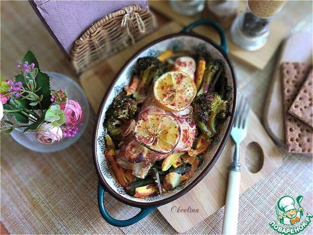 Морской окунь, запечённый с овощами