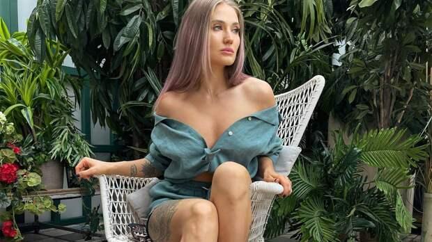 «Повезло ее бойфренду». Русская красавица из ММА выложила соблазнительные фото в спадающей с плеч рубашке