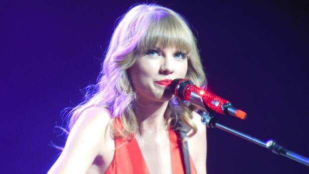 Американская певица Тейлор Свифт удостоена  премии Brits Global Icon Award