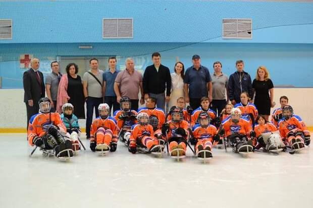 Александр Кожевников посетил тренировку пензенской следж-хоккейной команды