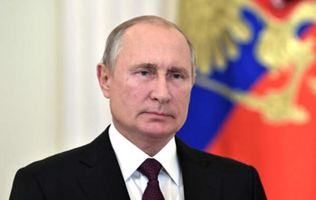 Путин поздравил россиян с Днём защитника Отечества