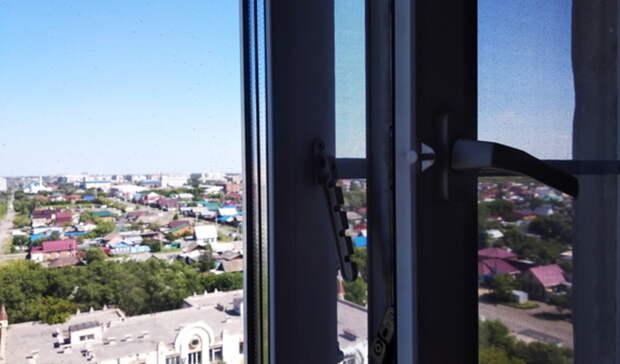 В Новотроицке из окна на 3 этаже выпала шестилетняя девочка