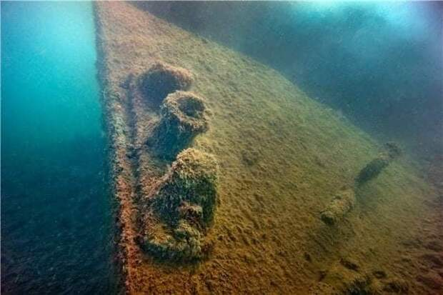 Возле берегов Керчи поисковики обнаружили затонувший корабль