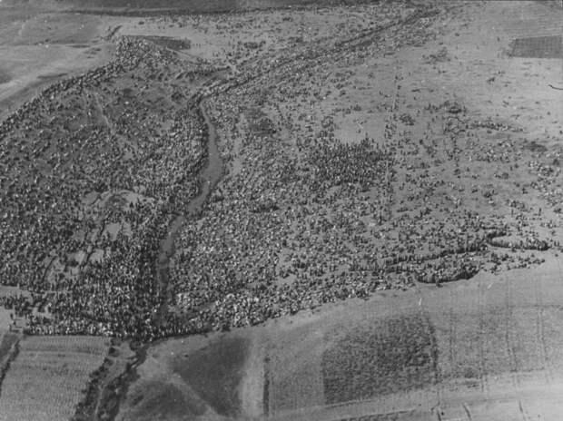 8. Аэрофотосъемка сборного пункта советских военнопленных в поле под Харьковом, 1942 год. история, фото