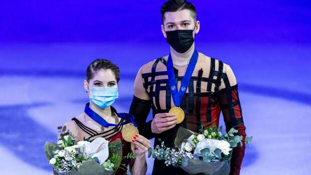 Фигуристы сборной РФ вернулись на родину после триумфальной победы на ЧМ