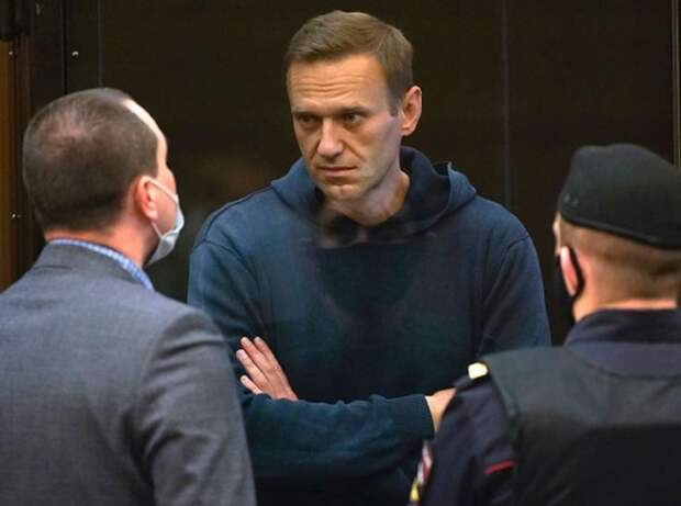 Навальный вынужден ходить сам из-за отсутствия помощников в колонии